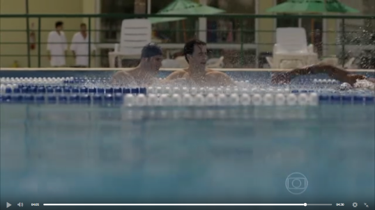 na piscina teeinandocom ivan e Claudio