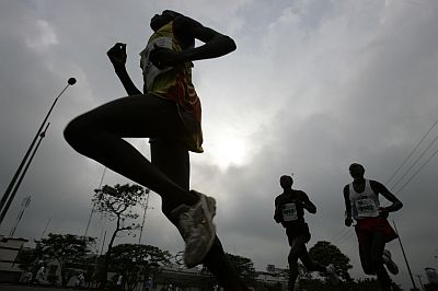 Athletes run during the Nairobi Marathon 2008 at Nyayo Sports Centre in the outskirts of Nairobi October 26, 2008. Kikwei Tuiyange of Kenya won the event. REUTERS/Antony Njuguna (KENYA)